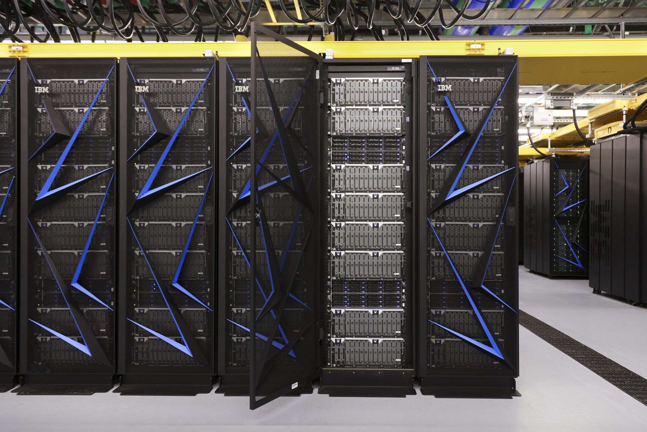 "Der Supercomputer ""Summit"" von IBM steht im ""Oak Ridge National Laboratory"". (Foto: dpa)"